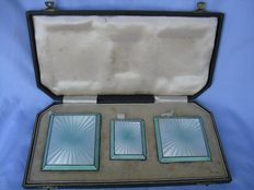 A set including a cigarette case, matchbox, powder compact - 925 silver and enamel - England, Chester, Walker & Hall, 1938