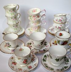 Lot with 13 cups and saucers made of English porcelain