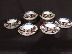 "Lot of Imari porcelain cups and saucers marked ""Aoki"" - Japan - early 20th century"