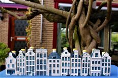 Lot with 10 KLM houses (BOLS) Delft blue + older 'catalogue' (booklet)