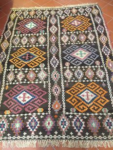Kilim with slit fabric – Azerbaijan – Dimensions: 200 x 250 cm – From approx. 1990