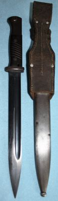 K 98 bayonet, Germany, with sheath, frog, Bakelite handle everything original, numbered, 1940 in very good condition, maker: Elite Diamond W.A.A. stamps-WW2