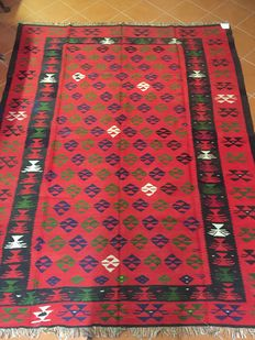 Authentic and traceable Sarkkoy kilim with wrapped weft fabric – Dimensions: 213 × 286 cm – Period: approx. 1980s – In excellent condition