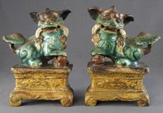 2 Shiwan genuine temple lions as incense burner - China - Kangxi period (1662-1722)