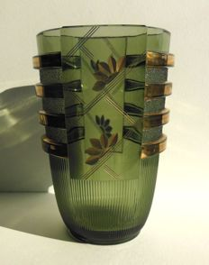 Val Saint Lambert, Luxval - Art Deco vase ' Egmont ' in green pressed glass with gold decoration