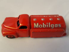 Dinky Toys - Scale 1/59 - Mobilgas tanker No.440