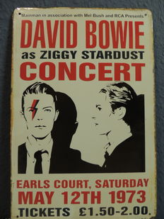 Stunning lot David Bowie Memorial - Concert Ziggy Stardust - Big - Metal Memorial Sign - Uncut magazine With David Bowie Ziggy Stardust Special