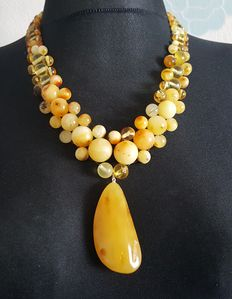 Authentic Natural Baltic amber necklace with pendant egg yolk butterscotch colour, 71 grams