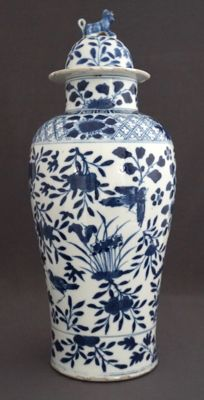Large baluster vase with lid, decorated with many different birds, including an owl - China - 19th century
