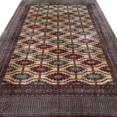 "Bouchara – 319 x 219 cm – ""Finely knotted, large Persian carpet in very beautiful condition"""