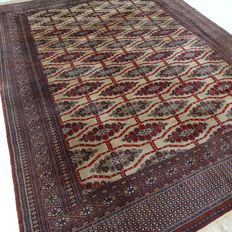 Bouchara – 319 x 219 cm – 'Finely knotted, large Persian rug in very beautiful condition'