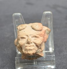 Pre-Columbian very nice head of a pottery statue - 4,1 cm