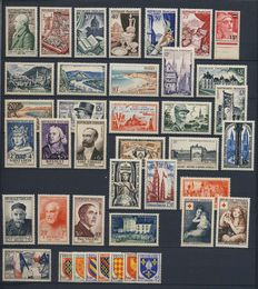 France 1954-1956 - 3 complete years - Yvert numbers 968 to 1090