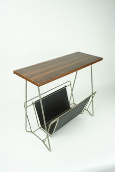 Designer unknown – magazine rack / side table made of steel wire, wood and faux leather