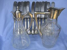 12 silver handled knives19th century - 2 decanters in cut crystal ad silver 800, 20th century - Italy - Art Nouveau