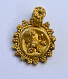 Small Roman gold pendant 10/12mm (with eyelet)