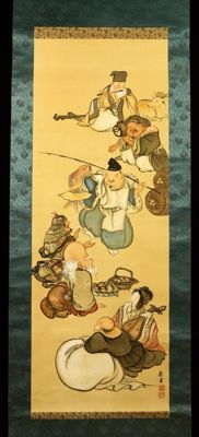 Scroll painting of the seven lucky gods (seven deities, 七 福神, shichifukujin) painted on silk. Signed with 龍峯 (Ryuho) – Japan – around 1920