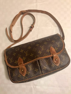Louis Vuitton – shoulder bag