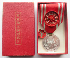 "Japanese Red Cross ""medal of honour"" in rare special red box. Beginning of the 20th century."