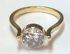 18 carat gold ladies ring set with cubic zirconia, ringseize 17,5