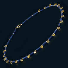 18 kt /750 yellow gold – Sapphire and ruby necklace – Length: 48 cm.
