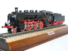 Märklin H0 - 3091 - Steam locomotive with pulled tender BR 18.4 of the DB, with smoke generator