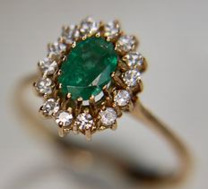 14kt. gold entourage ring with natural Emerald and 8/8 cut natural Diamonds, total 1.30Ct. Wesselton/VSI