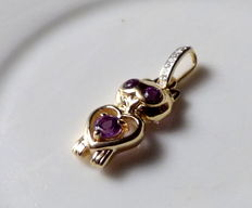 Gold Cat Pendant, decorated with diamonds and amethyst eyes