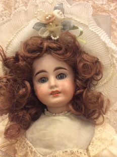 Beautiful early articulated German doll Dep 44.26 by Brothers. Kuhnlenz