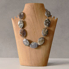 Necklace with gigantic pieces of natural agate