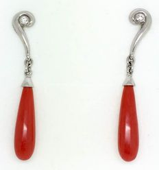 18 kt white gold earings – Total weight: 6.94 g – Coral: height 22.20 mm – Total height: 46.00 mm