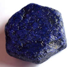 A large natural sapphire  - 44x17x38mm - 372,95 ct
