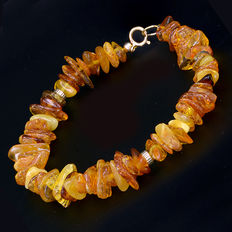 18 kt (750) yellow gold bracelet with amber – Length: 19.5 cm.