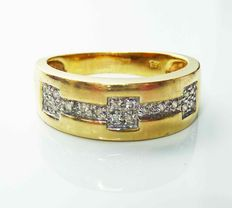 14 kt gold ring with 18 small brilliant cut diamonds - ring size: 17.5