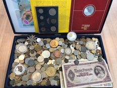 World – Batch of various coins, medals, archaeological finds and paper money (approx. 6 kg), including silver, in box