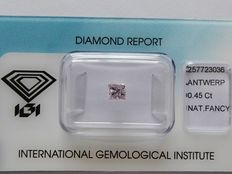 Natural Fancy Greyish Pink Princess cut diamond. 0.45 ct with IGI certificate
