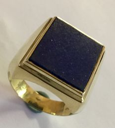 14 kt gold, vintage signet ring with a lapis lazuli stone, size: 21.5 (67).