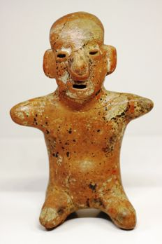 A pre-Columbian anthropomorphic figurine in redware – height : 16.2 cm