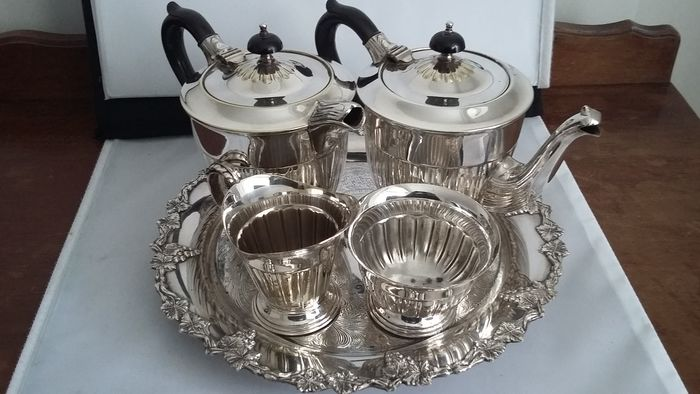 vintage yeoman silver plated bakelite 4pieces tea set \u0026 tray chased sheffield made in england. & vintage yeoman silver plated bakelite 4pieces tea set \u0026 tray chased ...