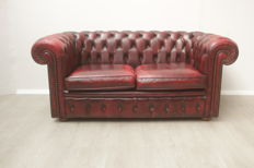 Red leather padded Chesterfield style sofa, England, circa 2000