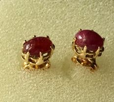 Gold (18 kt) earrings with 2 rubies of 0.74 ct - Earring length: 15 mm