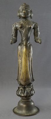 Large bronze sculpture of Lakshmi on a base (34.5 cm) – India – 18th century