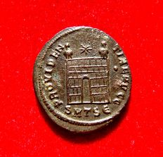 Roman Empire - Constantine I the Great (307-337 A.D.) bronze follis (3,75 g. 19 mm.). Thesalonica mint. PROVIDENTIAE AVGG. SMTSe. Campgate.