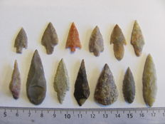 13 x Neolithic arrowheads - 22/44 mm (11)
