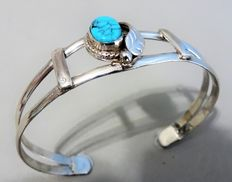 925 Sterling bracelet from Mexico with a cabochon cut turquoise