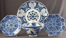 4 pieces of Arita porcelain – Japan – 19th century