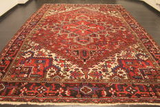 Beautiful, antique, hand-knotted Persiant carpet, Heriz, circa 1940, natural dyes, 270 x 390cm, made in Iran