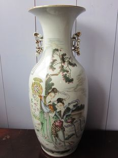 Large porcelain vase with girls with flowar basked and calligraphy - China - around 1920 (Republic period)