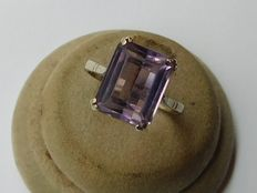 18 kt gold ring with amethyst – size 17.2 mm