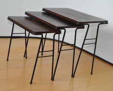 Designer and manufacturer unknown – vintage side tables / 'nesting tables'